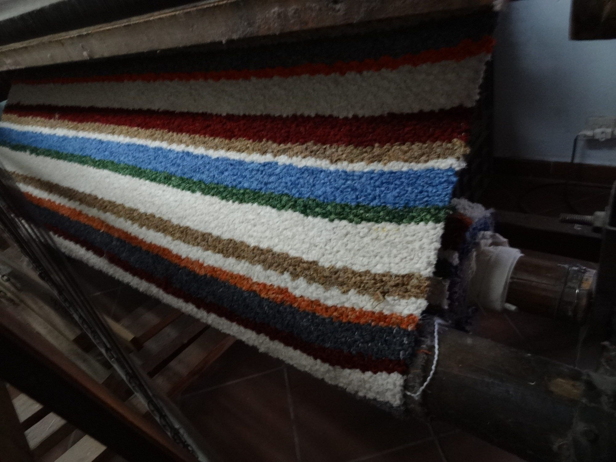 Tejiendo jarapa en La Alpujarra de colorines