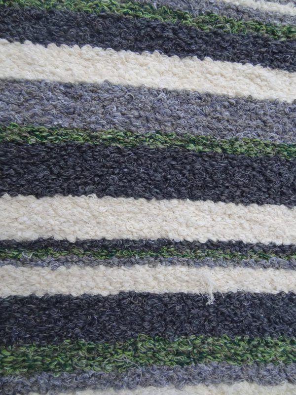 Jarapa artesana en tonos grises con verde