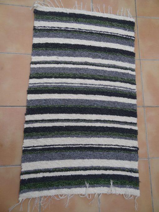 Jarapa pie de cama artesana tonos grises con verde