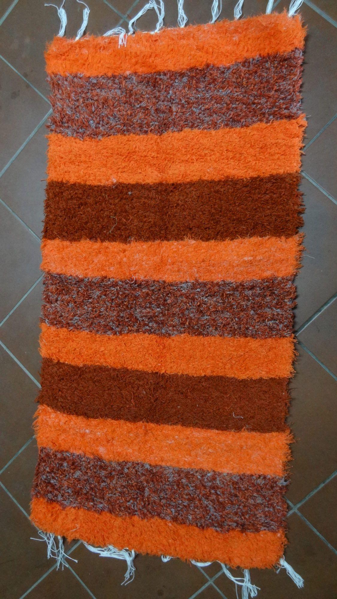 Jarapa tonos naranjas pie de cama