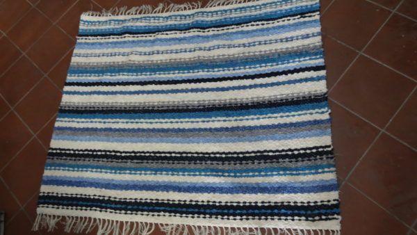 jarapa artesana de la Alpujarra en tonos azules y beis