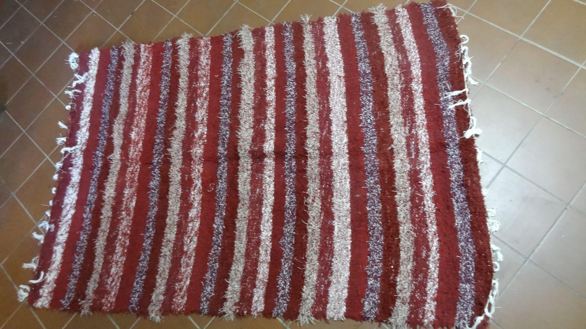 jarapa, alfombra alpujarreña en tonos granates de pelo extra