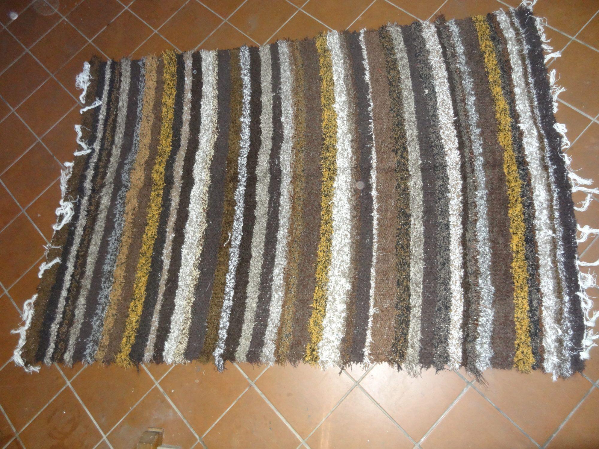 jarapa, alfombra alpujarreña en tonos marron oscuro de pelo extra