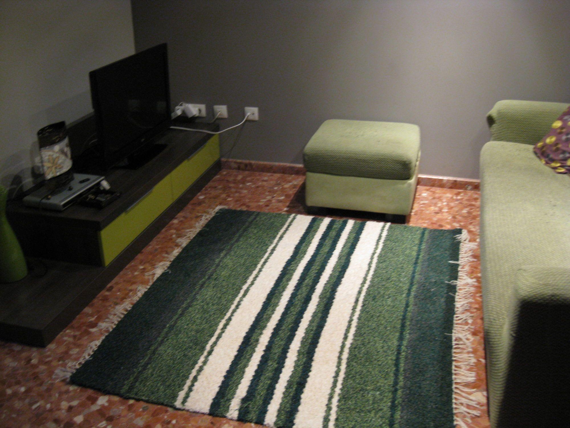 Jarapa, alfombra alpujarreña en verdes, destinado a multitud de sitios de la casa