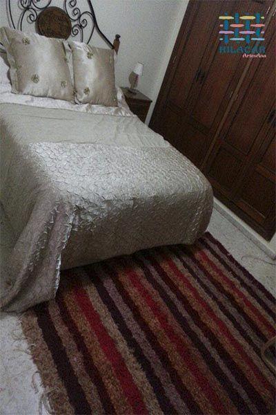 Jarapa, alfombra alpujarreñaen tonos granates con rojos, destinado a multitud de sitios de la casa