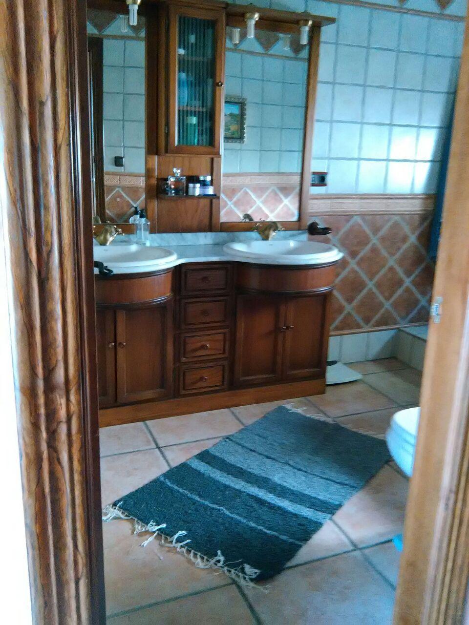 Jarapa, alfombra alpujarreña en grises, destinado a multitud de sitios de la casa