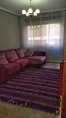 Jarapa, alfombra alpujarreña en tonos morados diseñada para este salón