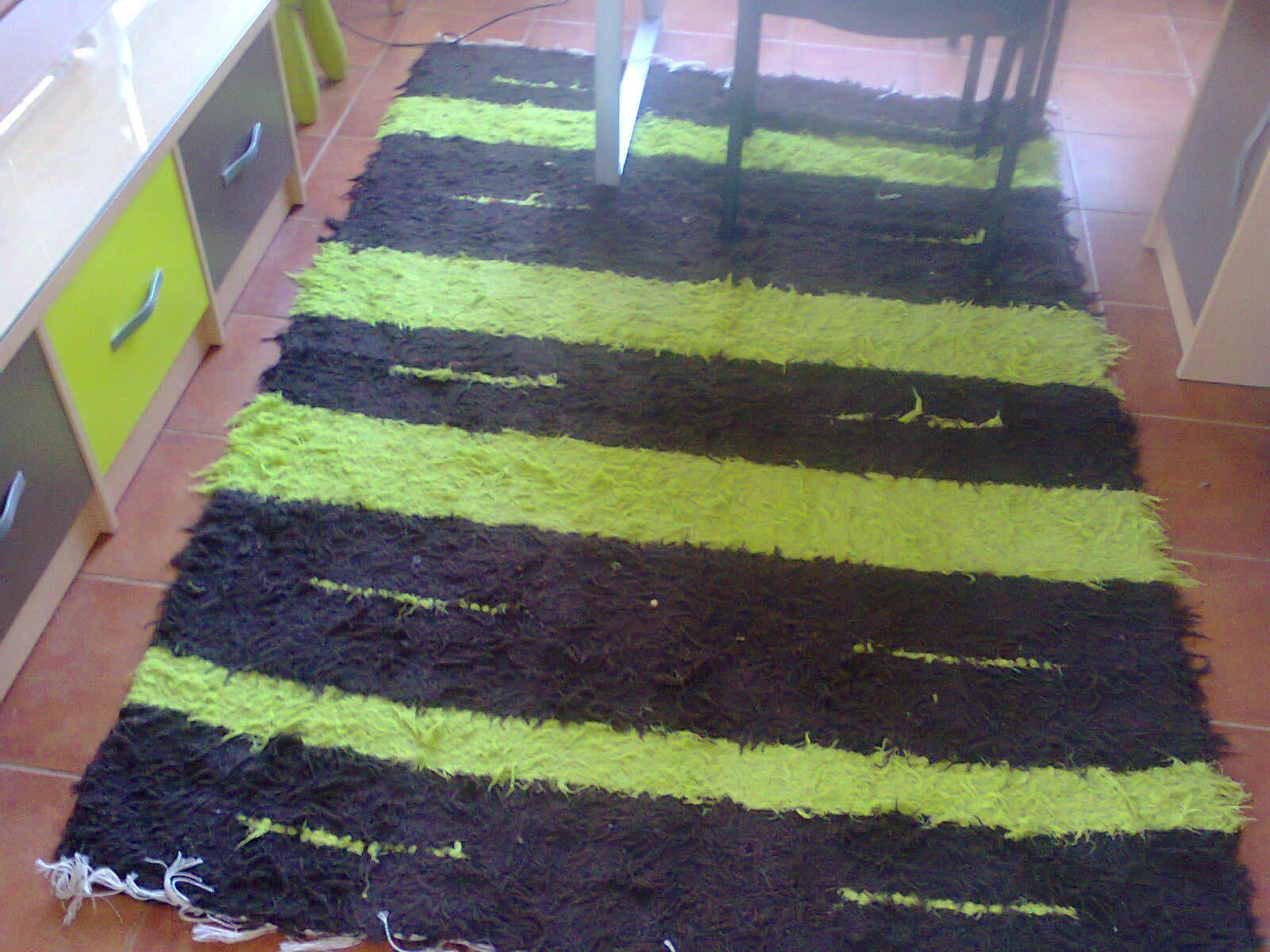 Jarapa, alfombra alpujarreña en tonos negro con verde, destinado a multitud de sitios de la casa