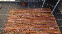 Alfombra de yute con tela de color
