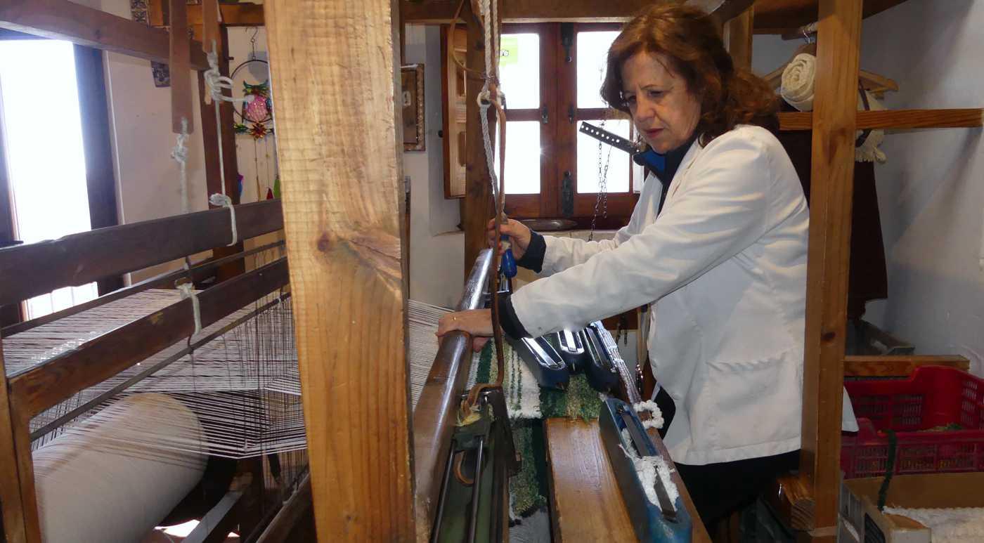tejiendo jarapas en las Alpujarras