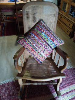 cojines de yute y tela de colorines trenzadas