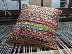 cojínes de yute con tela de colorines trenzada