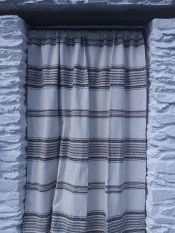 cortinas alpujarreñas de beis con marrón